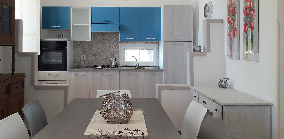De woonkamer met open keuken in Casa Chiàppara