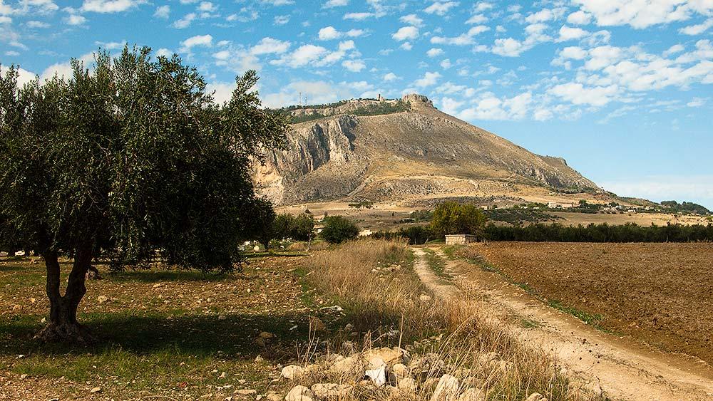 De Monte Erice gezien vanaf de SS113