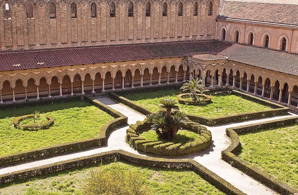 De kloostertuin en kloostergang