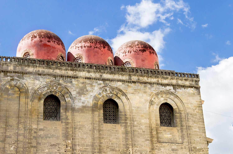 De San Cataldo kerk met de typisch Arabische koepels