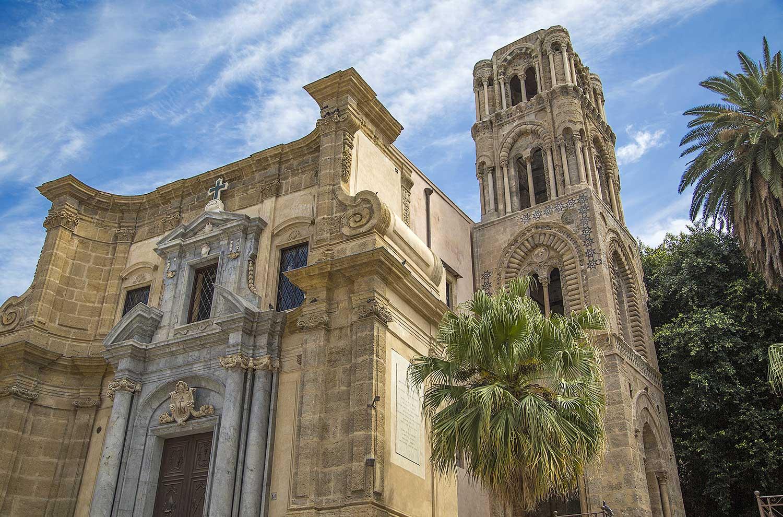 De barokke gevel van La Martorana