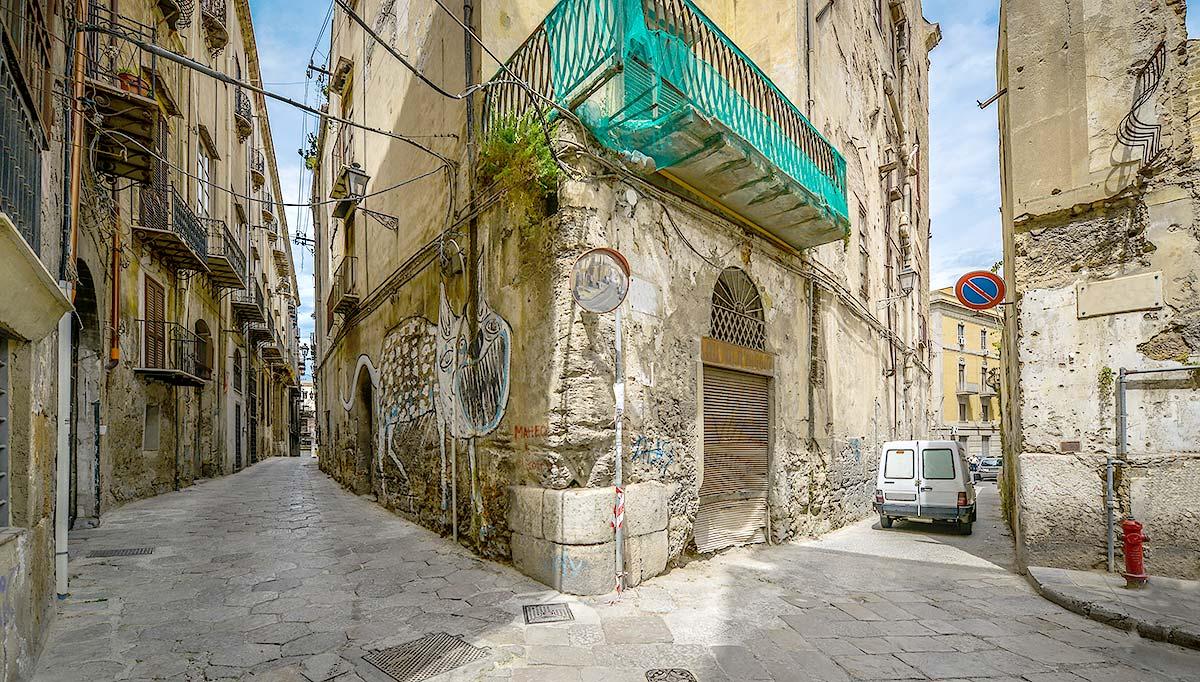 Typisch smalle straatjes in Palermo