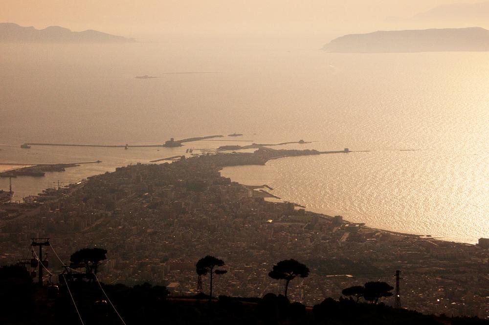 Uitzicht op Trapani en de Egadische eilanden vanaf de kabelbaan