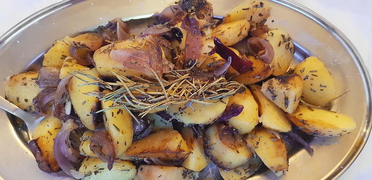 Aardappelen met rode ui en tijm