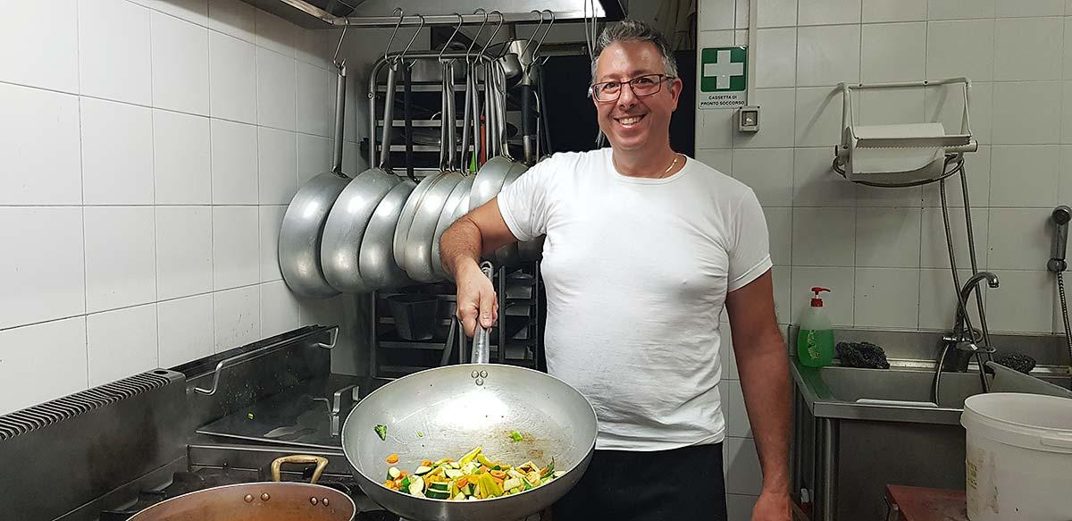 Ignazio, de kok en eigenaar van La buona forchetta