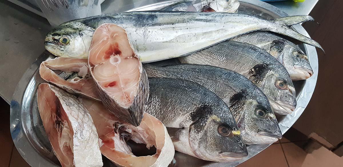 Verse vis in de keuken van La buona forchetta