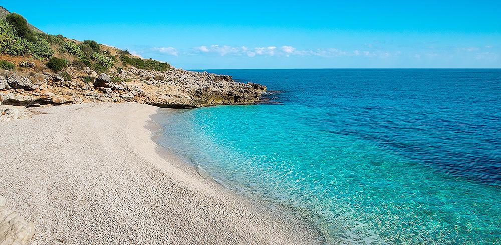 """Een van de """"verborgen"""" strandjes in het natuurreservaat Lo Zingaro"""