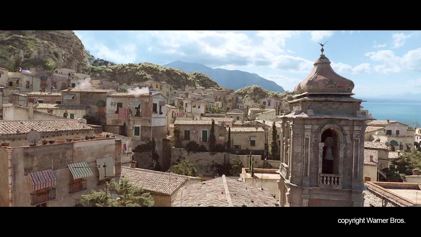 De daken en een kerk in het fictieve plaatsje in de film.