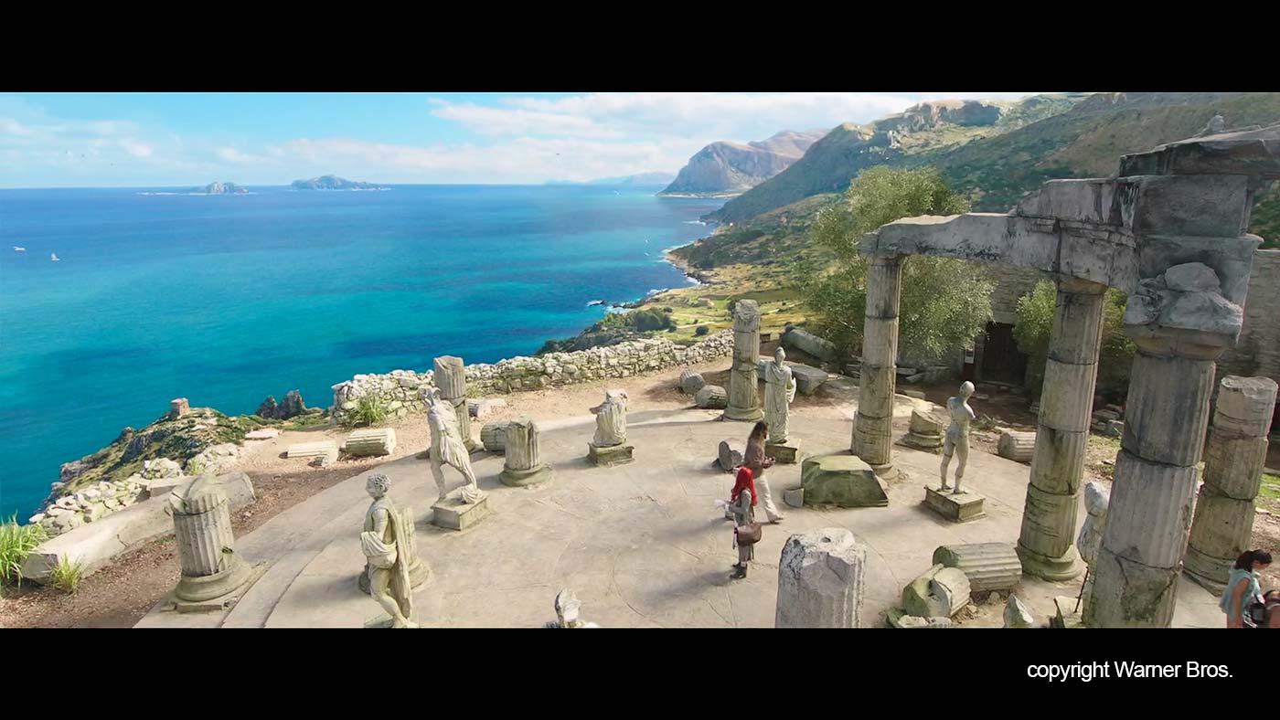 De tempel en de kustlijn in de film