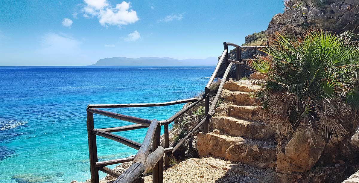 De Golfo di Castellammare met op de achtergrond Monte Palmeto.