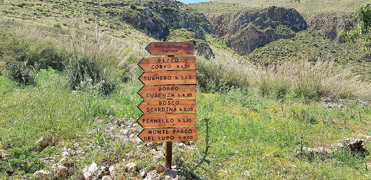 Voor degenen die van stevige wandeligen houden: de bergroutes in de Zingaro