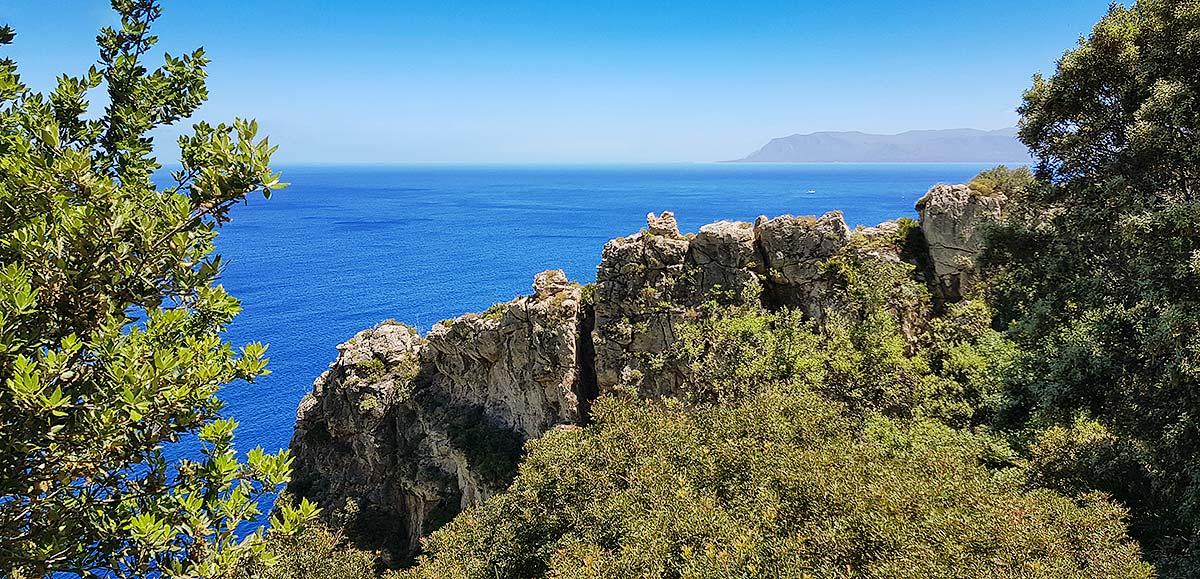 Een doorkijkje ter hoogte van Punta Leone