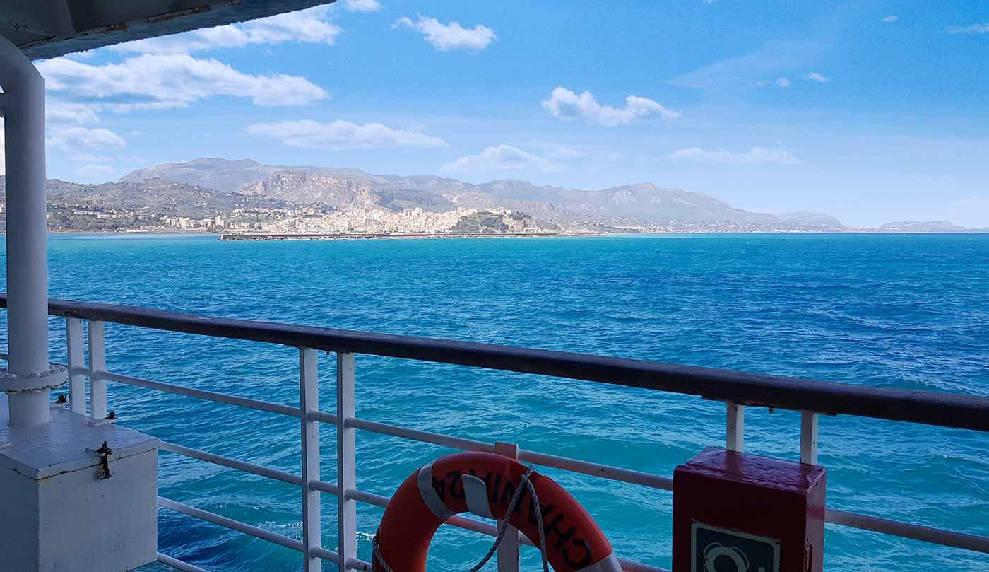 Aankomst in de haven van Termini Imerese